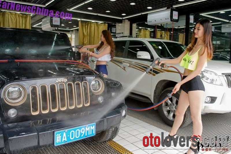 Cewek-cewek seksi pencuci mobil di Xinjiang