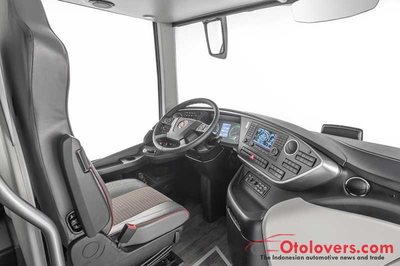 Mengintip bus double-decker mewah Daimler