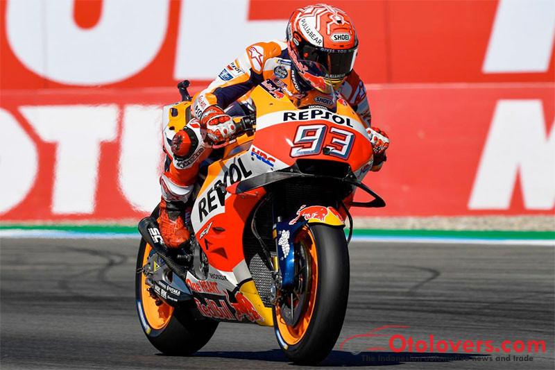 Marquez tercepat di FP4, Rossi jatuh