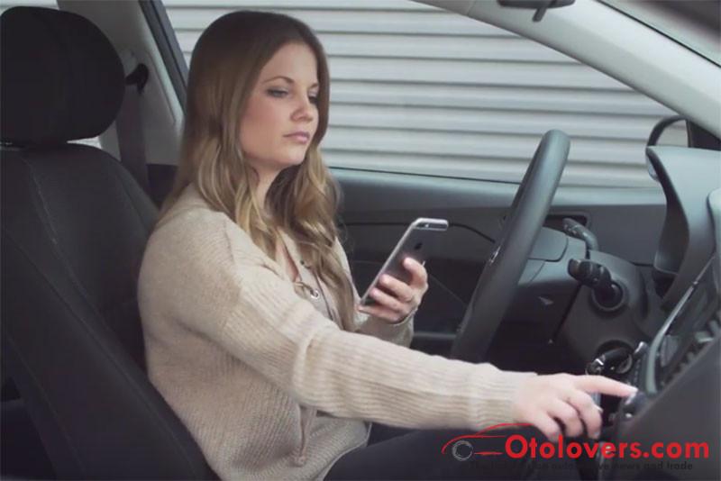 Cara gunakan perintah suara Google dan Siri pada mobil Hyundai